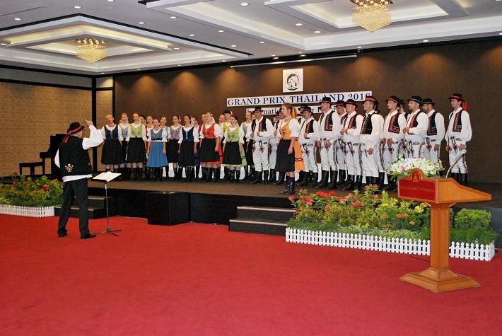 Collegium Technicum na súťažnom vystúpení v kategórii Folklore a cappella, 2016, dirigent Marián Vach, sólo Lucia Marinčáková, foto: Festa Musicale
