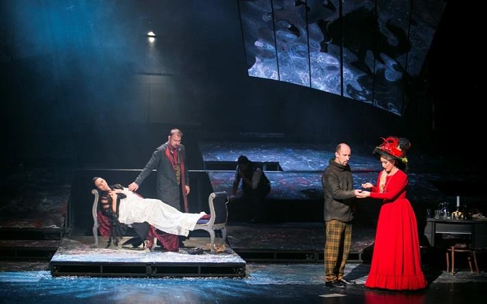 G. Puccini: Bohéma, Opera ŠD Košice, 2016, Lucie Kašpárková (Mimi), Jaroslav Dvorský (Rodolfo), Marián Lukáč (Marcello), Michaela Várady (Musetta), foto: Jozef Marčinský