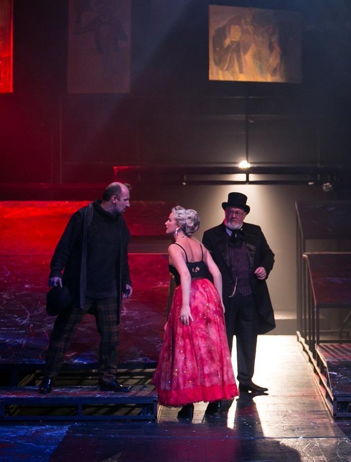 G. Puccini: Bohéma, Opera ŠD Košice, 2016, Marián Lukáč (Marcello), Michaela Várady (Musetta), József Havasi (Alcindor), foto: Jozef Marčinský