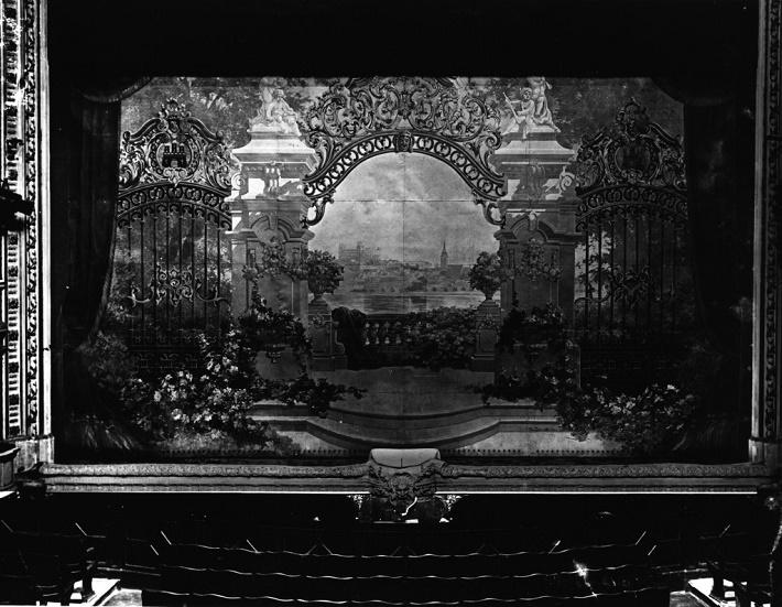 Gustav Wintersteiner, opona Mestského divadla v Prešporku, vytvorená roku 1911 (fotografia nedatovaná, sken archív Divadelného ústavu, Bratislava)