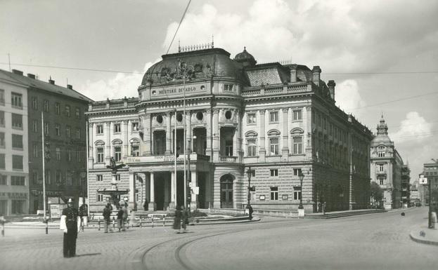 Historická budova SND z roku cca 1938, divadlo bez búst, zbierka J. Horváth, zdroj: www.bratislavskerozky.sk
