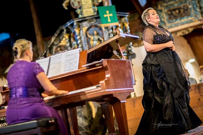 Operné gala v Kežmarku 2016, Júlia Grejtáková, Mária Porubčinová, foto: Zdenko Hanout