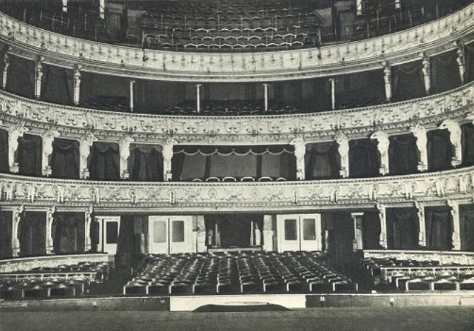 Slovenské národné divadlo, interiér divadla pred rekonštrukciou, 1949, foto: Gejza Podhorský (Pamätnica SND, 1960)