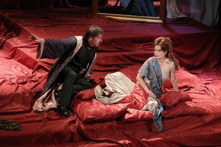 G. Puccini: Tosca, Štátna opera Banská Bystrica, 2016, Šimon Svitok (Scarpia), Jolana Fogašová (Tosca), foto: Jozef Lomnický