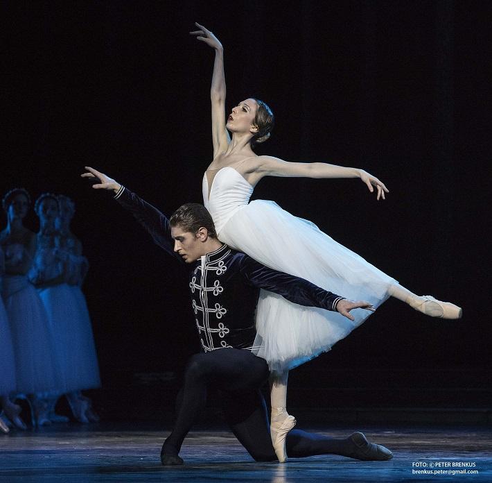 Adolphe Charles Adam: Giselle, Balet SND, 2016, Luana Brunetti (Giselle), Artemyj Pyzhov (Albert), foto: Peter Brenkus