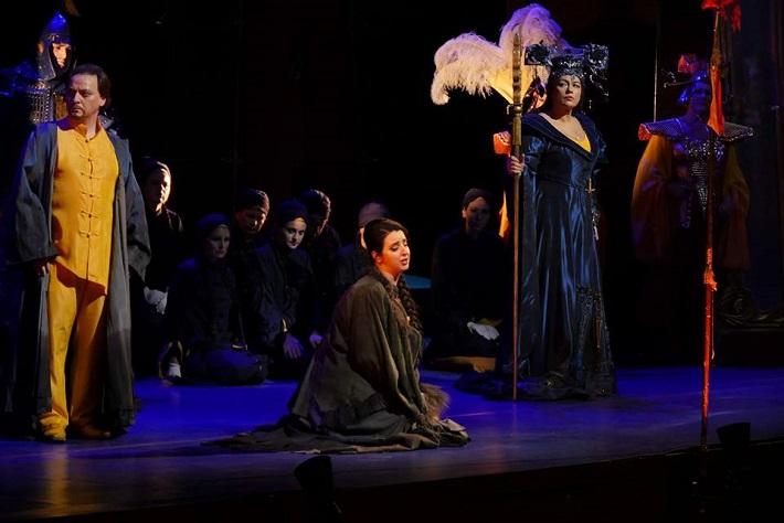 G. Puccini: Turandot, Opera SND, 2016, Michal Lehotský (Calaf), Katarína Flórová (Liu), Anda-Louise Bogza (Turandot), foto: Alena Klenková
