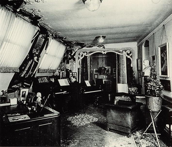 Franz Lehár v roku 1912 vo svojej pracovni na Theobaldgasse 16 vo Viedni
