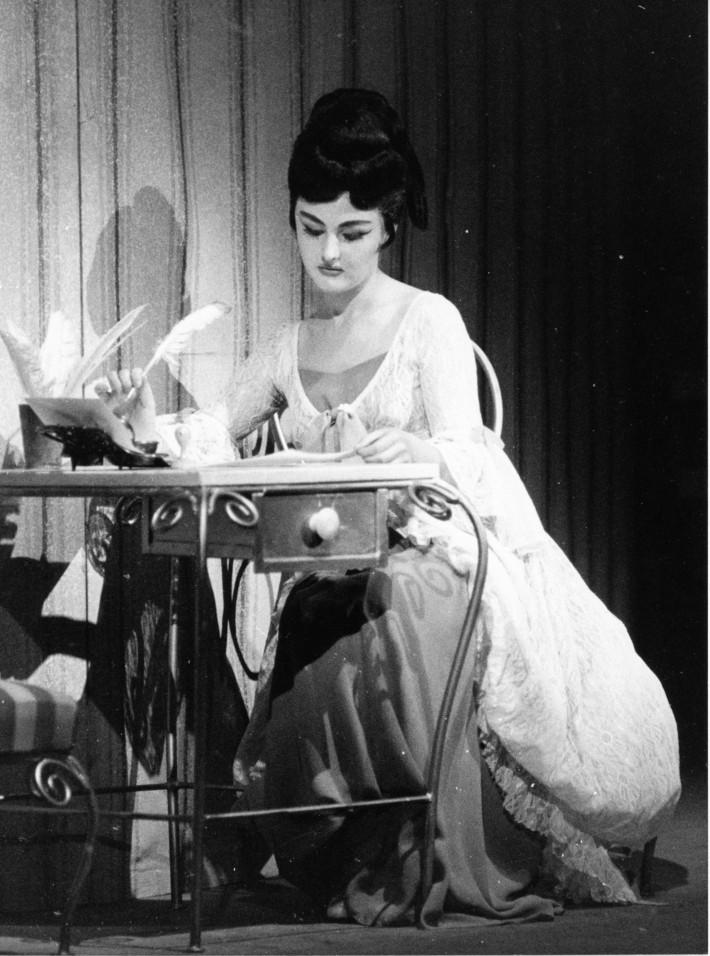 G. Rossini: Barbier zo Sevilly, Opera SND, 1968, Edita Gruberová (Rosina), foto: Jozef Vavro (Archív SND)