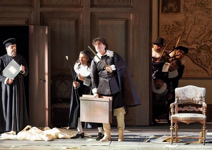 G. Verdi: Falstaff, Viedenská štátna opera, 2016, Thomas Ebenstein (Dr. Cajus), Ludovic Tézier (Ford), foto: Michael Pöhn