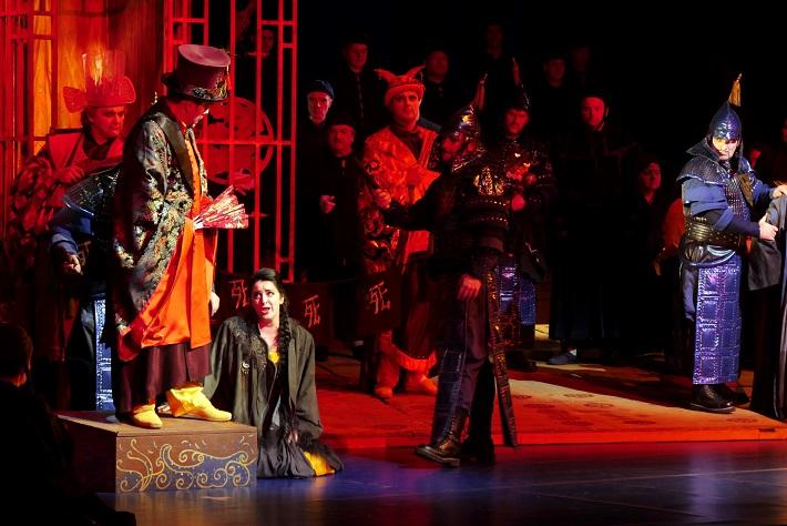 G. Puccini: Turandot, Opera SND, 2016, Jozef Kundlák (Pong), Daniel Čapkovič (Ping), Katarína Flórová (Liu), Ján Babjak (Pang), foto: Alena Klenková