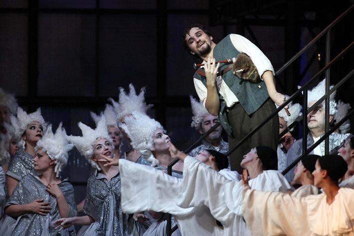 J. Weinberger: Švanda Dudák, Teatro Massimo Palermo, 2014, Pavol Kubáň (Švanda), foto: Franco Lannino