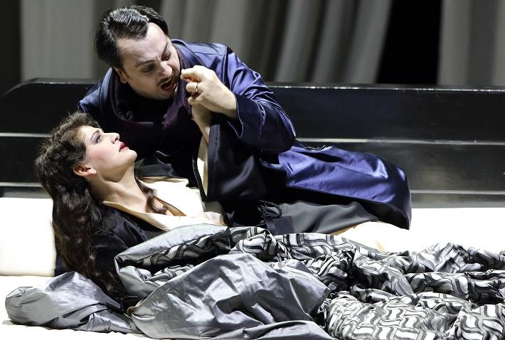 f6a78f19a G. Verdi: Maškarný bál, Bavorská štátna opera Mníchov, 2016, Anja Harteros  (Amelia), George Petean (Renato), foto: Wilfried Hösl