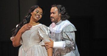 """Bravúrny spev v """"dnešnej"""" réžii. Belliniho Puritáni v Barcelone"""