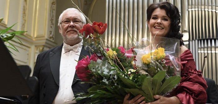 Predvianočné hudobné darčeky v podaní Ľubice Vargicovej a Petra Mikuláša