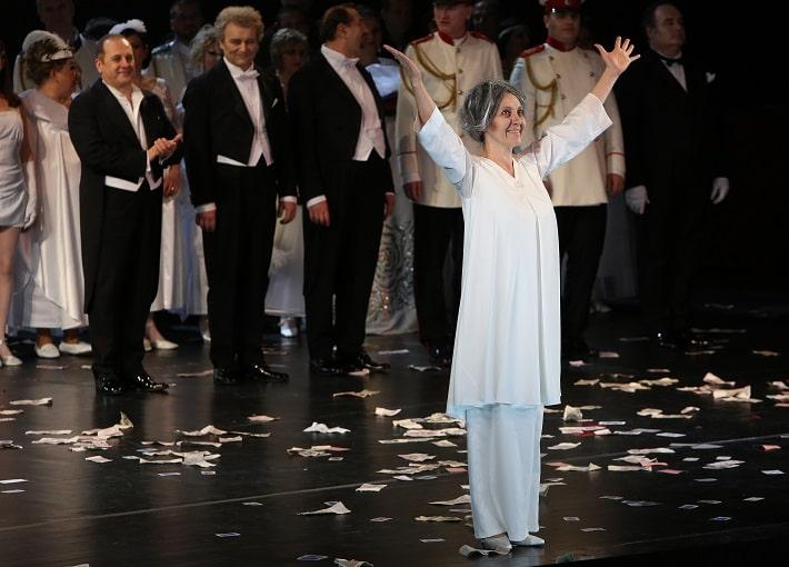 d629b063b Jitka Sapara-Fischerová (Grófka) na klaňačke po predstavení Pikovej dámy na  javisku Opery SND, 2014, foto: Alena Klenková