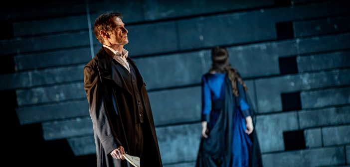 Simon Keenlyside ako Rodrigo v Donovi Carlovi na javisku Opery SND