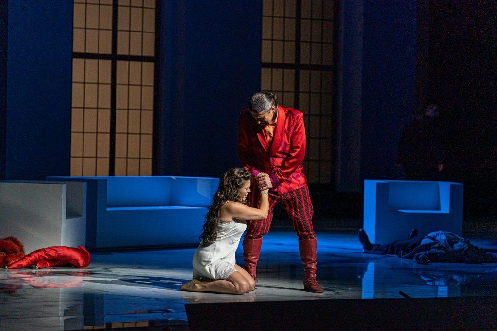 Opera SND reštartovala diváckou istotou, no Rigoletto bol aspoň spevácky  občerstvený – Slovensko